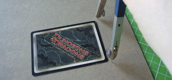 Du kan använda kortet som en mätsticka när du mäter upp kartongen du skall använda.