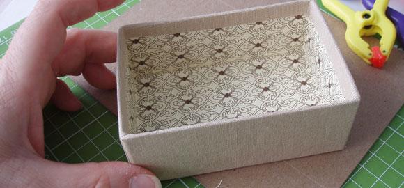Boxen är färdig, men låt den torka i 8 - 12 timmar innan du lägger korten i den.